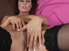 Nutriment MILF Estella in solo affair